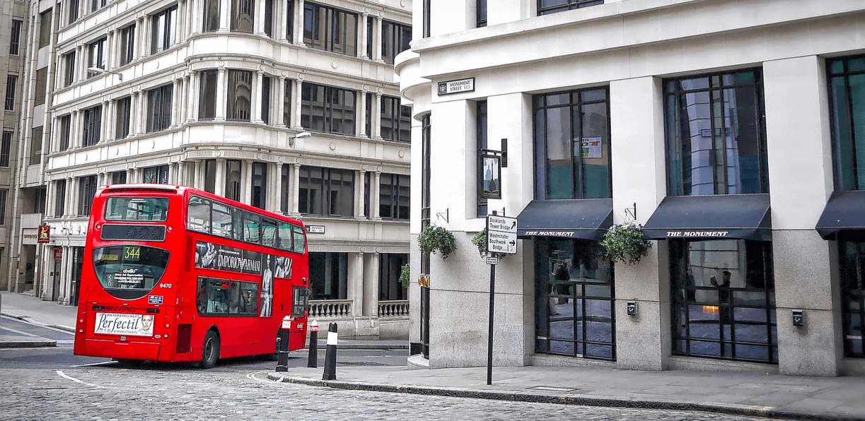 roter-doppeldecker-bus-in-london
