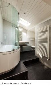 Duschkabine aus Glas im Badezimmer