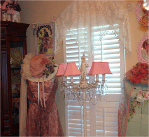 Romantische, weibliche Wohnungseinrichtung im Shabby Chic.