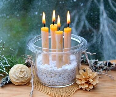 Kerzen in Glas als Weihnachsdekoration