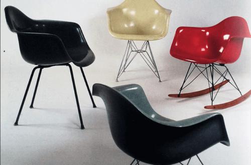 Vier klassische Plastic Chairs von Eames