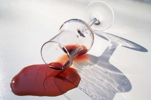 Rotwein-Flecken entfernen
