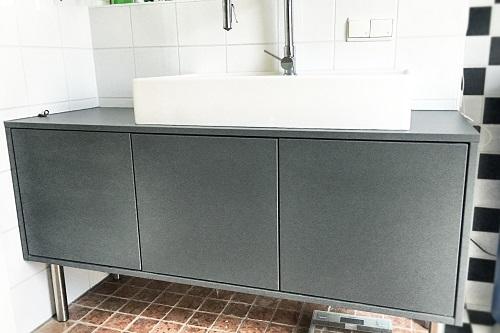 Die Badkommode In Schiefergrau Ist Ein Unempfindlicher Begleiter Im  Badezimmer. Der Push To Open Mechanismus Verschließt Die Badkommode  Stilvoll.